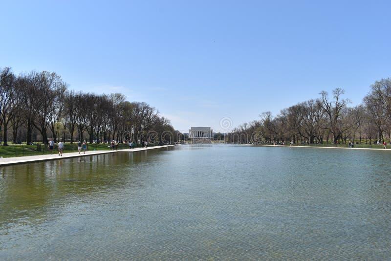 Berömda Lincoln Memorial på Lincoln Memorial Reflecting Pool i USA arkivbild