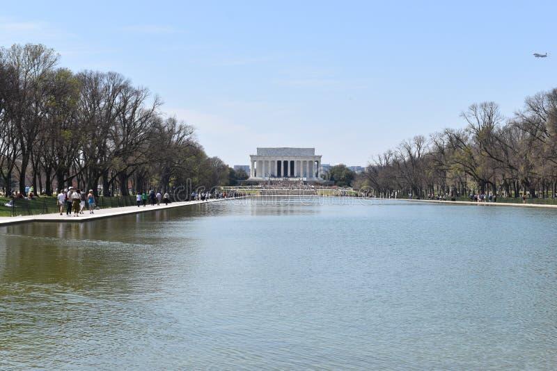 Berömda Lincoln Memorial på Lincoln Memorial Reflecting Pool i USA royaltyfria foton
