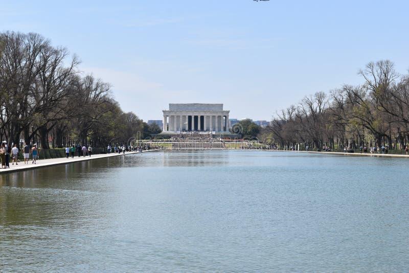 Berömda Lincoln Memorial på Lincoln Memorial Reflecting Pool i USA royaltyfri fotografi