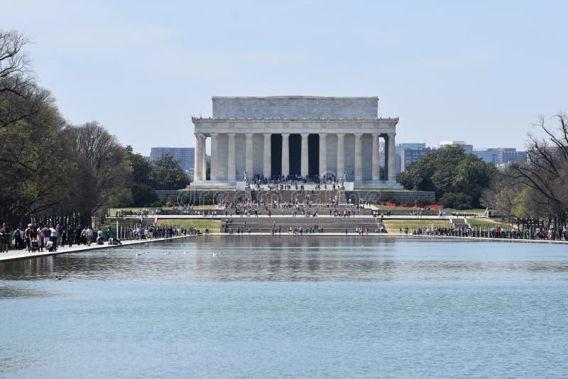 Berömda Lincoln Memorial på Lincoln Memorial Reflecting Pool i USA fotografering för bildbyråer