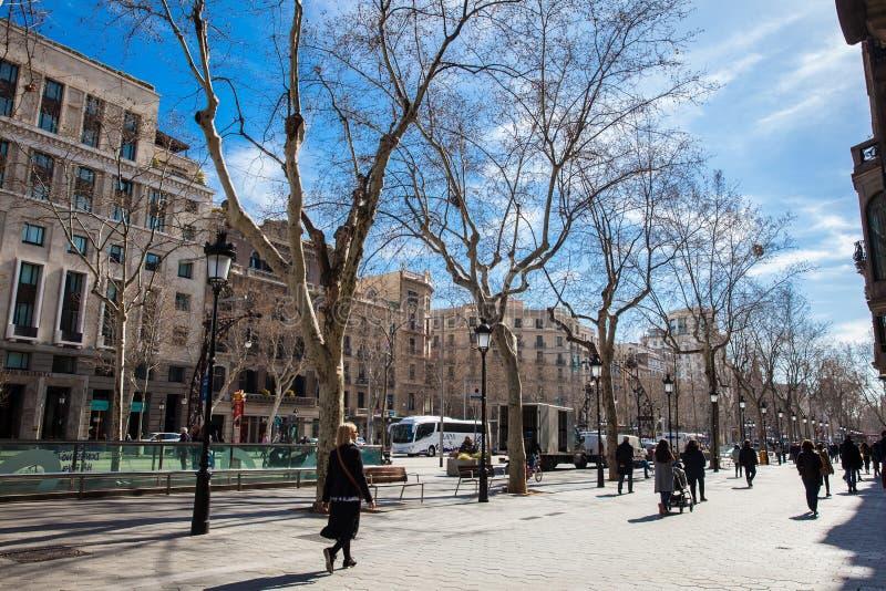 Berömda Passeig de Gracia Avenue i Barcelona Spanien royaltyfria bilder
