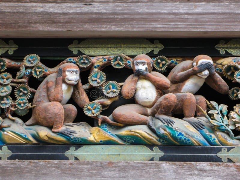 Berömda tre kloka apor på den Toshogu relikskrin i Nikko, Japan royaltyfria foton