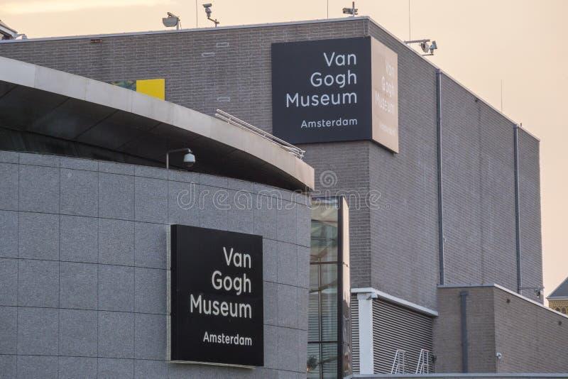 Berömda Van Gogh Museum i Amsterdam - AMSTERDAM - NEDERLÄNDERNA - JULI 20, 2017 arkivbild