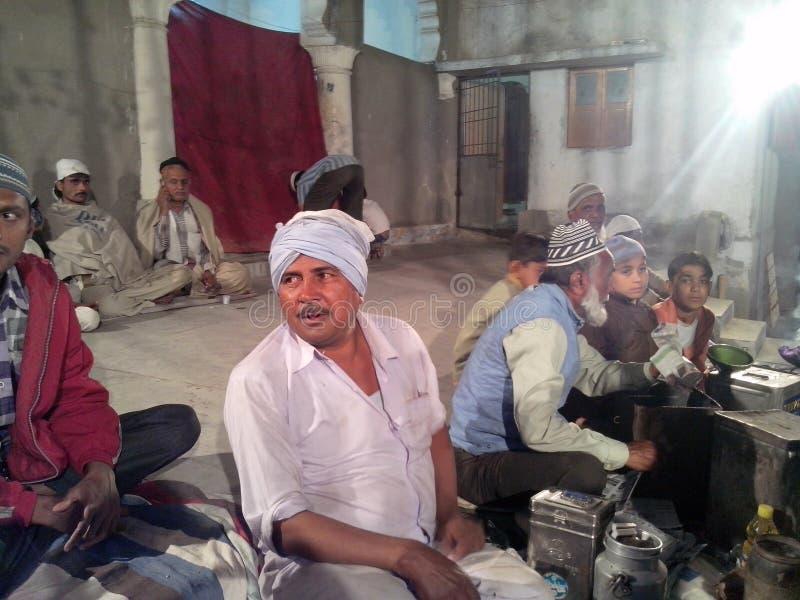 Berömmen av Eid i indisk by arkivfoto