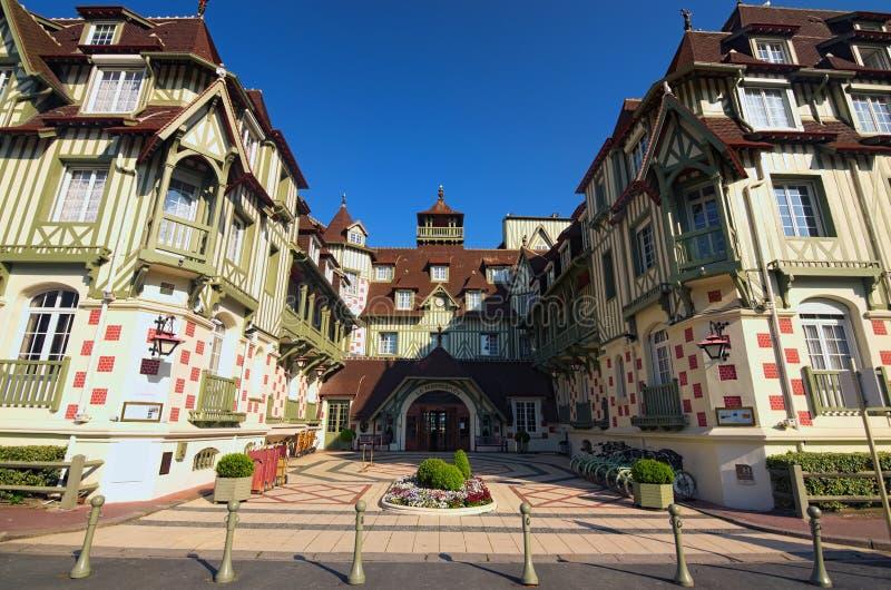 Berömt hotell för fem stjärna - hotell för Le Normandie En traditionell arkitektur av byggnaden Deauville Calvados avdelning av N royaltyfria bilder
