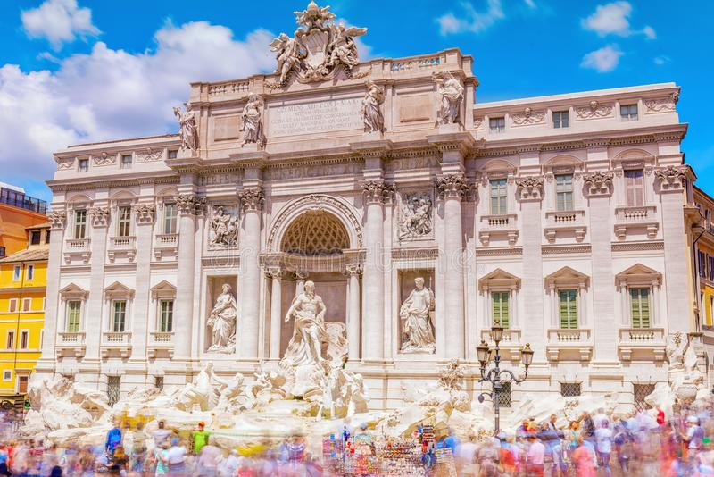 Berömt och ett av den mest härliga springbrunnen av Rome - Trevi Fo royaltyfria bilder