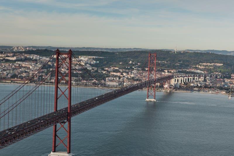 Berühmte 25. April Bridge in Lissabon, Portugal lizenzfreies stockbild
