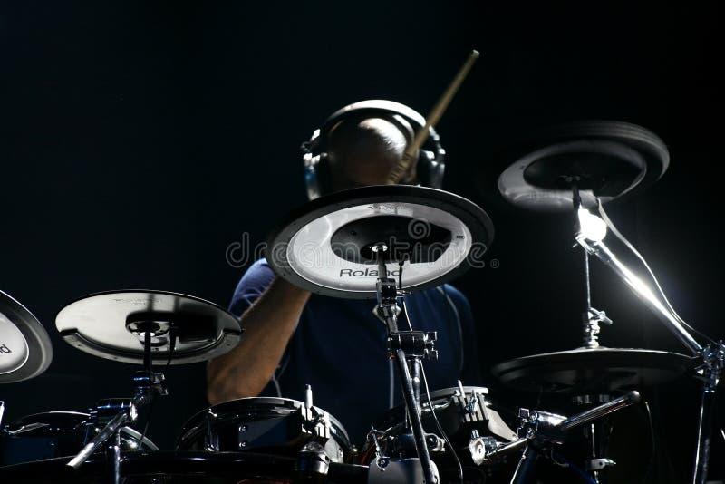 Schlagzeugerkünstler Omar Hakim lizenzfreie stockfotografie