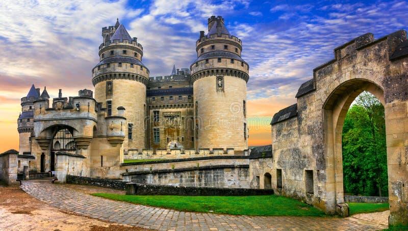 Berühmte französische Schlösser - eindrucksvolles mittelalterliches Pierrefonds-Chateau lizenzfreie stockbilder