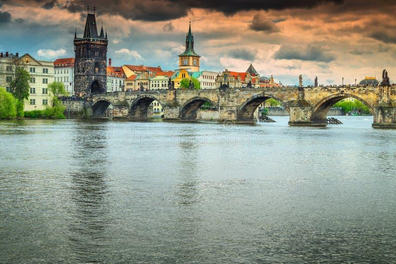 Berühmte mittelalterliche Stein-Charles-Brücke, Prag, Tscheche Republik, Europa lizenzfreie stockfotos