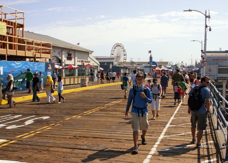Berühmte Monica-Pier-Promenade lizenzfreie stockbilder