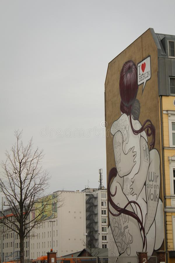 Berühmte murales im Berlin East-Seitenhotel stockfotos