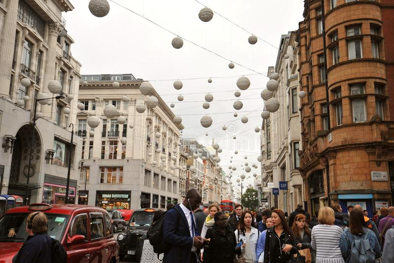 Berühmte Oxford-Straße in London, England stockbilder