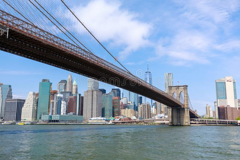 Berühmte Skyline von im Stadtzentrum gelegenem New York, von Brooklin Bridge und von Manhattan, New York City lizenzfreie stockfotos