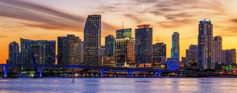 Berühmte Stadt von Miami bei Sonnenuntergang lizenzfreie stockfotografie