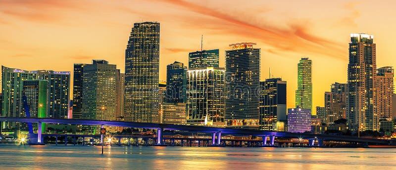 Berühmte Stadt von Miami, Sommersonnenuntergang lizenzfreie stockfotografie