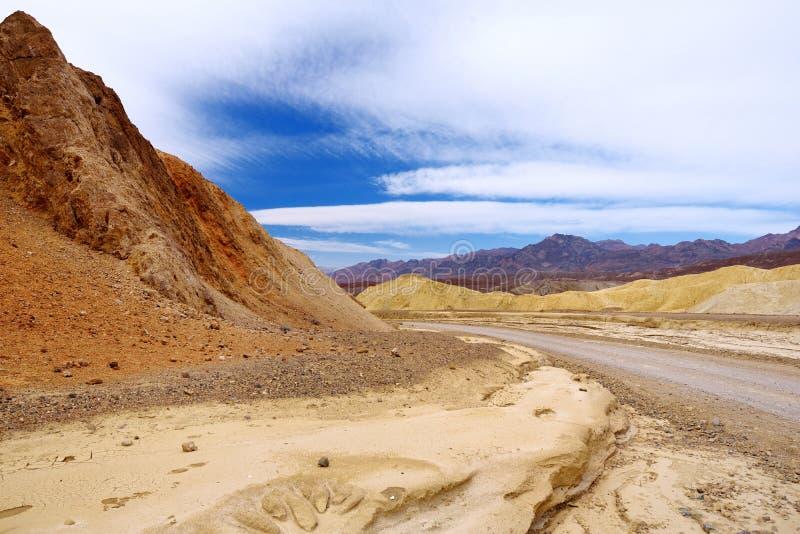 Berühmte Straße mit zwanzig Maultier-Teams in Nationalpark Death Valley lizenzfreie stockbilder