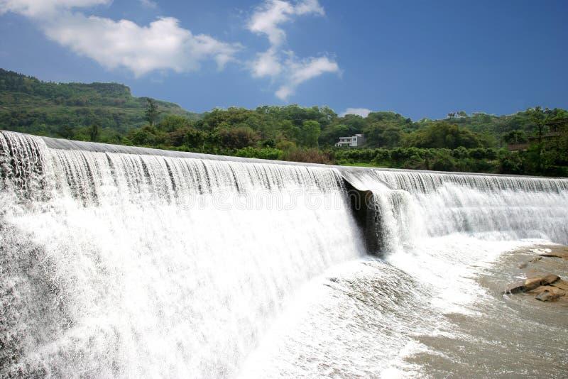 Berühmte touristische szenische Stelle Chongqing East Hot Spring Waterfall des Chinesen lizenzfreies stockfoto
