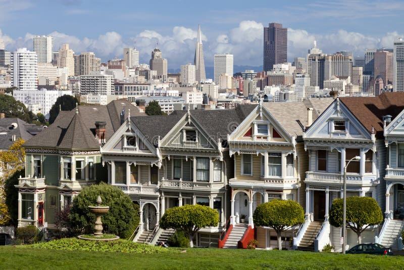 Berühmte viktorianische Reihenhäuser in San Francisco stockfoto