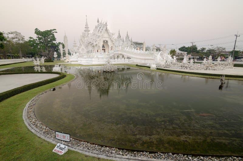 Berühmte weiße Kirche in Wat Rong Khun, Thailand lizenzfreies stockfoto