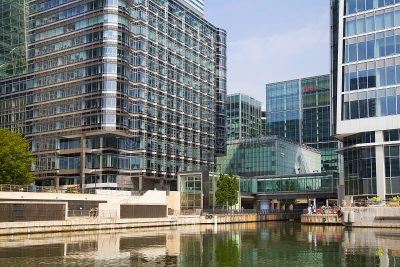 Berühmte Wolkenkratzer Canary Wharfs von Londons Finanzbezirk stockbild