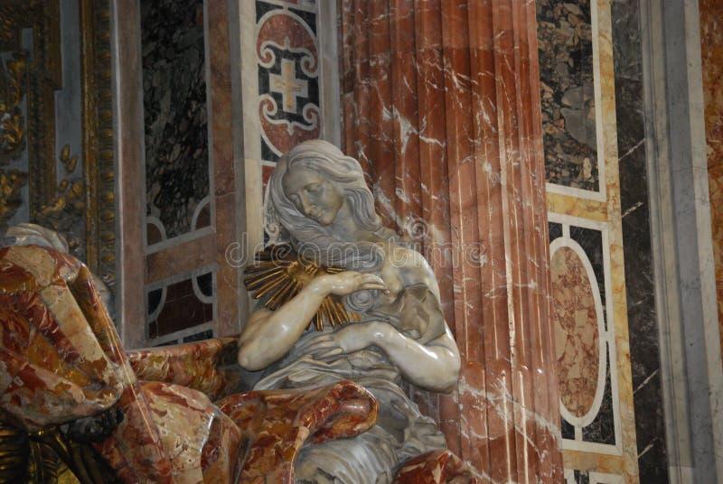 Berühmten St Peter Basilikainnenraum lizenzfreie stockbilder