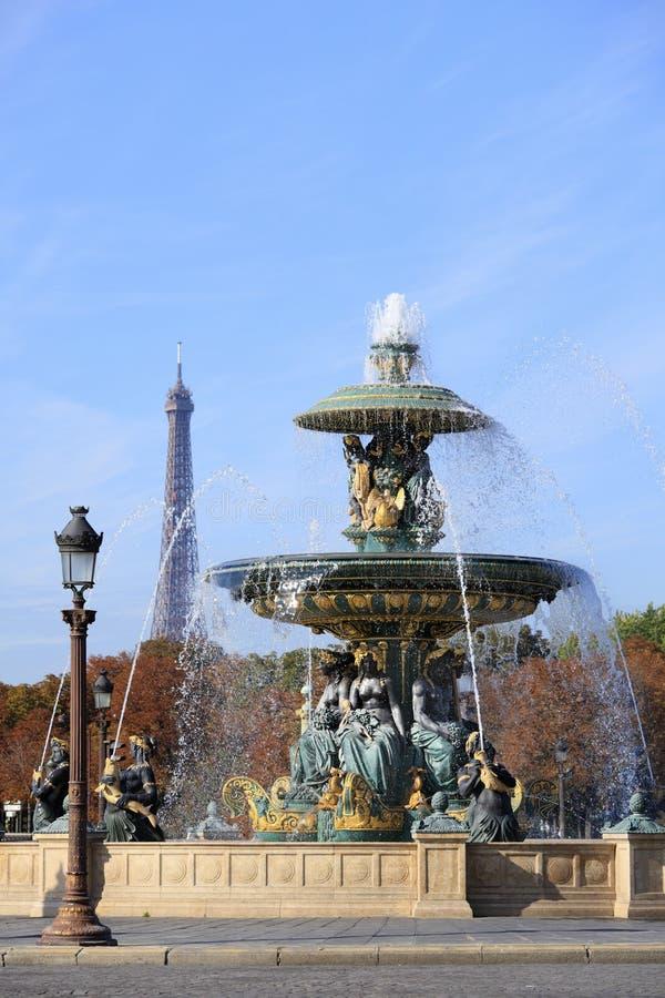 Berühmter Brunnen an der richtigen Stelle de la Concorde, Paris lizenzfreies stockfoto