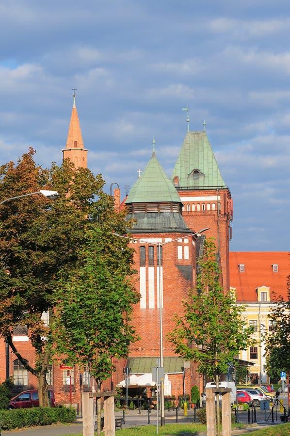 Berühmter Klassiker Breslaus, Anfang- des 20. Jahrhundertsgebäude Einkaufszentrum mit den Verkäufern, die frische Frucht verkaufe stockfoto