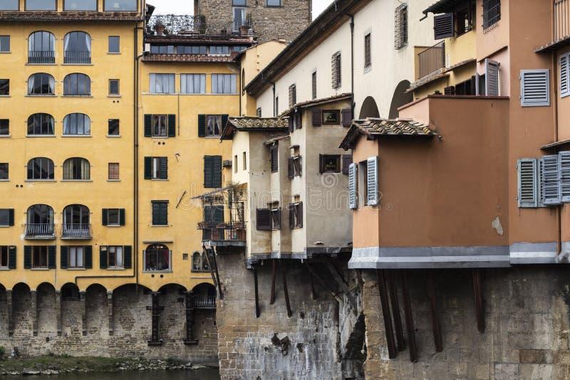 Berühmter Markstein Ponte Vecchio in Firenze, Gebäudeseitendetail lizenzfreies stockbild