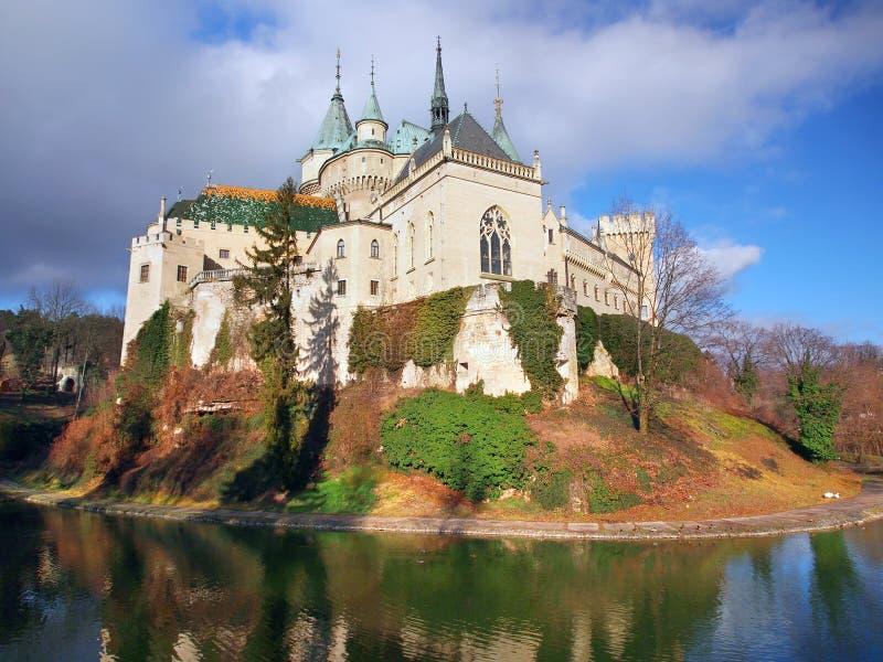 Berühmtes Bojnice-Schloss im Herbst stockfoto