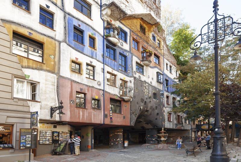 Berühmtes Gebäude und Museum durch Architekten Hundertwasser in Wien, stockbilder