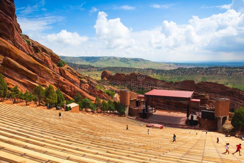Berühmtes Rot schaukelt Amphitheater in Morrison lizenzfreie stockfotografie