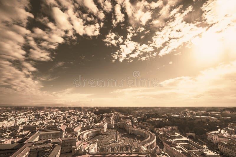 Berühmtes St- Peter` s Quadrat in Vatikan und in der Vogelperspektive von Rom, stockfotografie