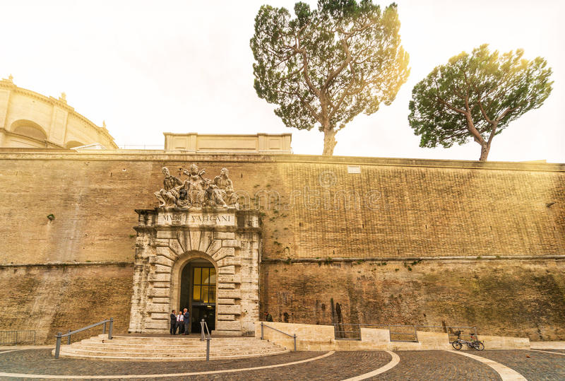 Berühmtes Vatikan-Museum in Rom lizenzfreie stockbilder