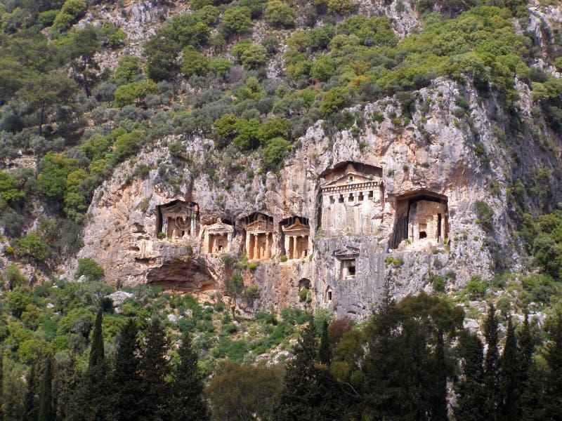 Välkända Lycian Tombs från den antika staden Caunos, Dalyan, Turkiet royaltyfria foton