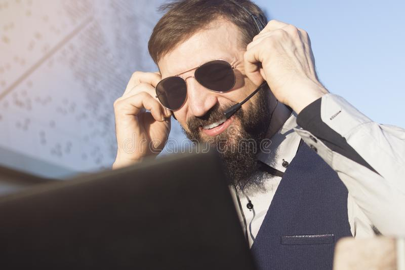Berateron-line-Beratung lizenzfreie stockfotografie
