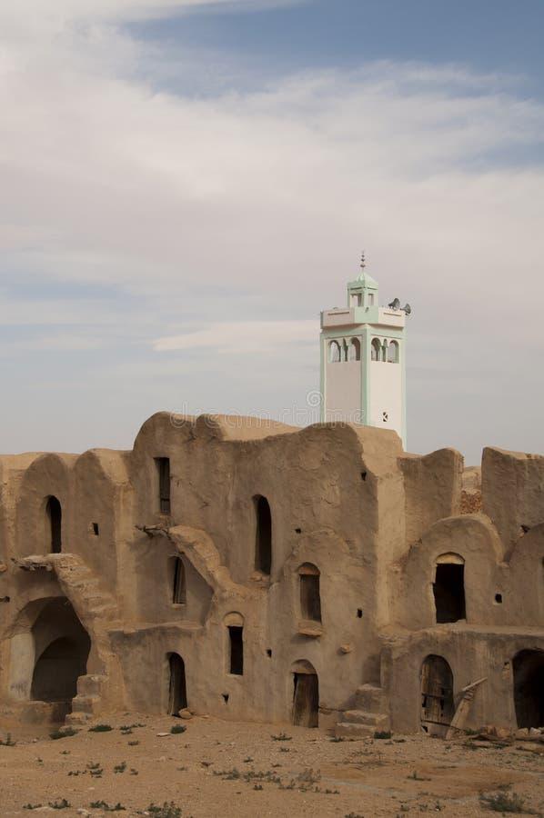 Berber ksar con la torretta del minareto immagini stock libere da diritti