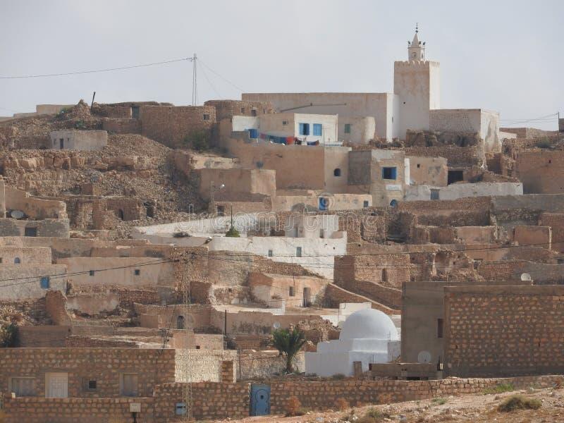 Berber wioski Tamezret Gabes gubernialna meczetowa gorąca pustynia afryka pólnocna w Tunezja zdjęcia stock