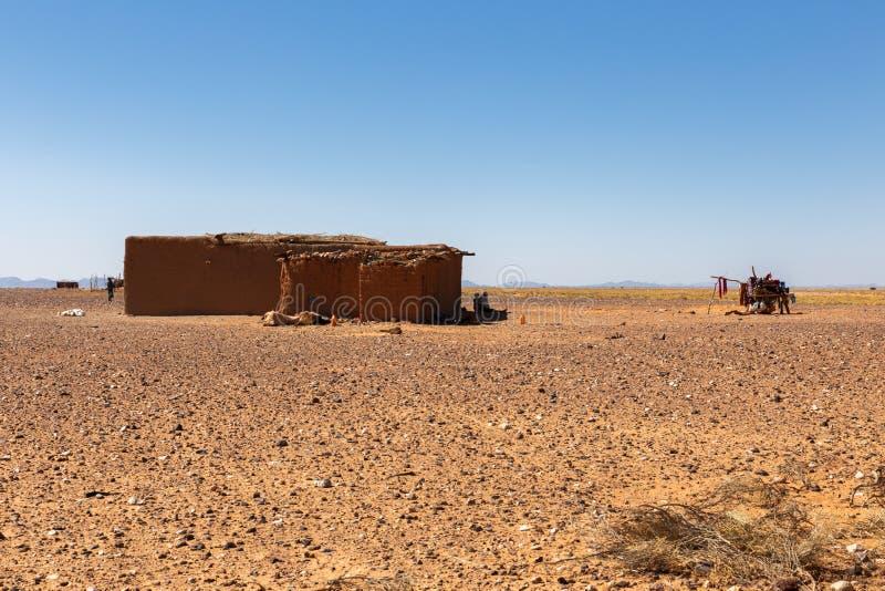 Berberhuis in de woestijn de Sahara stock foto's