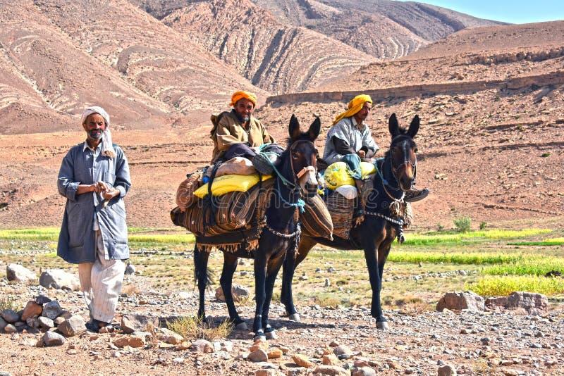 Berbers sind Eingeborene zu den Atlas-Bergen von Marokko stockfotos