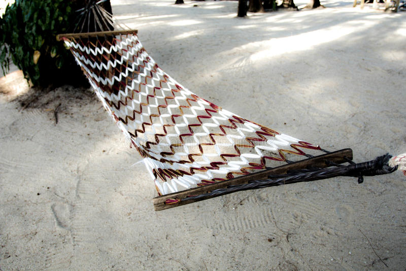 Berceau sur la plage de la mer Thaïlande image stock
