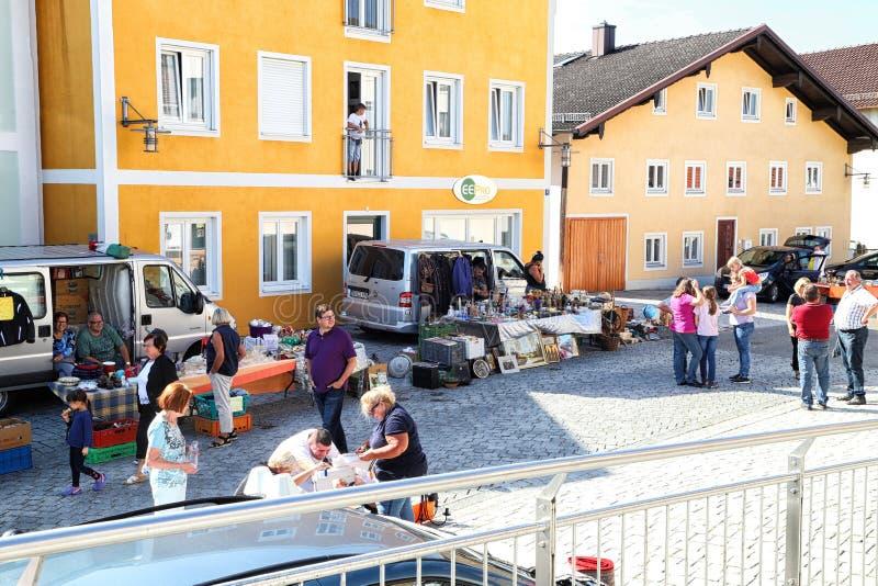 Berchtesgaden, Alemania - 16 de septiembre de 2018: SPeople en la calle de una peque?a ciudad durante una festividad nacional fotografía de archivo libre de regalías