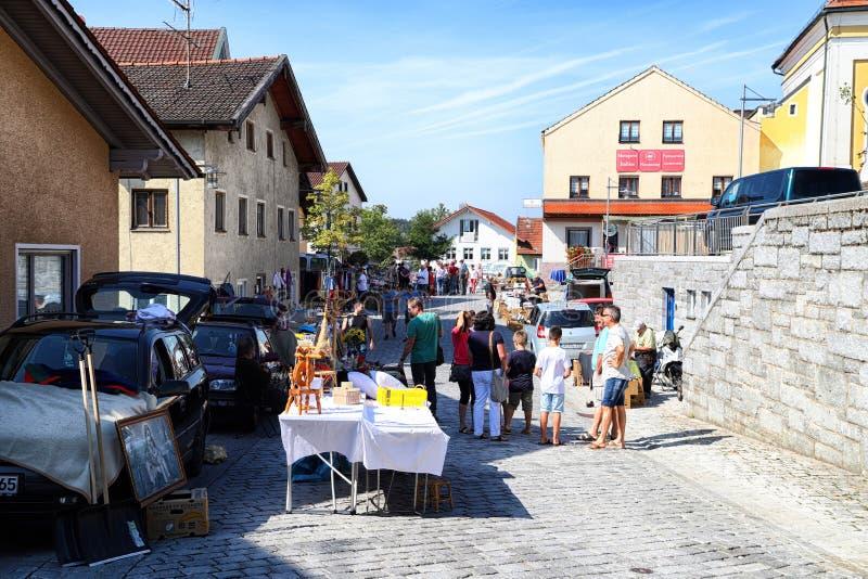 Berchtesgaden, Alemania - 16 de septiembre de 2018: SPeople en la calle de una peque?a ciudad durante una festividad nacional imagenes de archivo