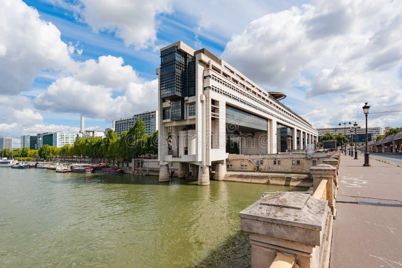 Bercy-Finanzministerium in Paris an einem sonnigen Tag lizenzfreies stockfoto