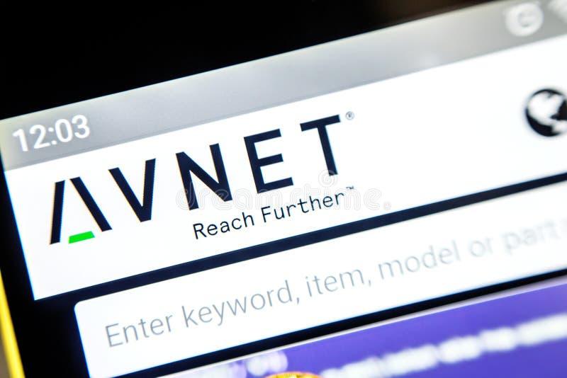 Berdyansk, Ουκρανία - 3 Απριλίου 2019: Επεξηγηματικό κύριο άρθρο, αρχική σελίδα ιστοχώρου Avnet Λογότυπο Avnet ορατό στο τηλέφωνο στοκ εικόνες με δικαίωμα ελεύθερης χρήσης