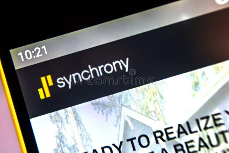 Berdyansk, Ουκρανία - 1 Απριλίου 2019: Οικονομική αρχική σελίδα ιστοχώρου Synchron στοκ εικόνα