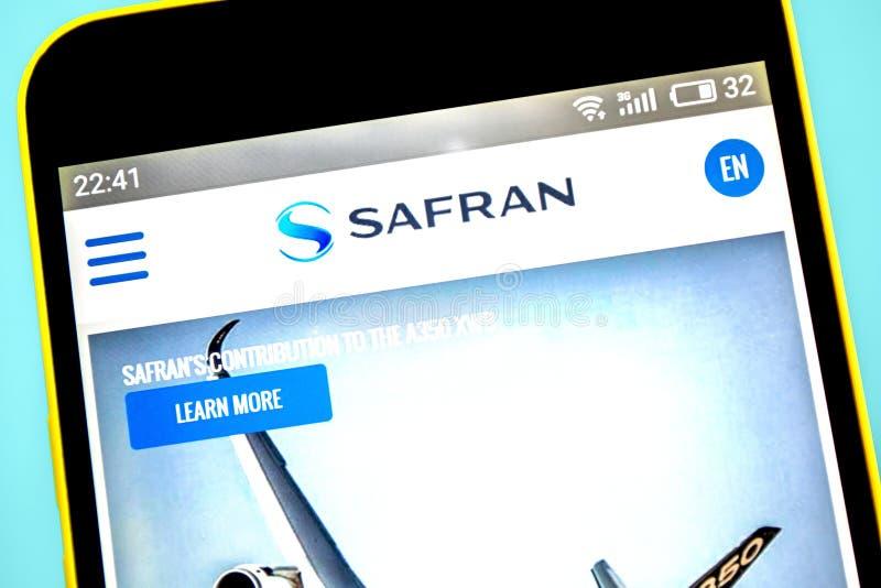 Berdyansk, Ουκρανία - 23 Μαΐου 2019: Αεροδιαστημική αρχική σελίδα ιστοχώρου του Safran Λογότυπο του Safran ορατό στην τηλεφωνική  στοκ φωτογραφία