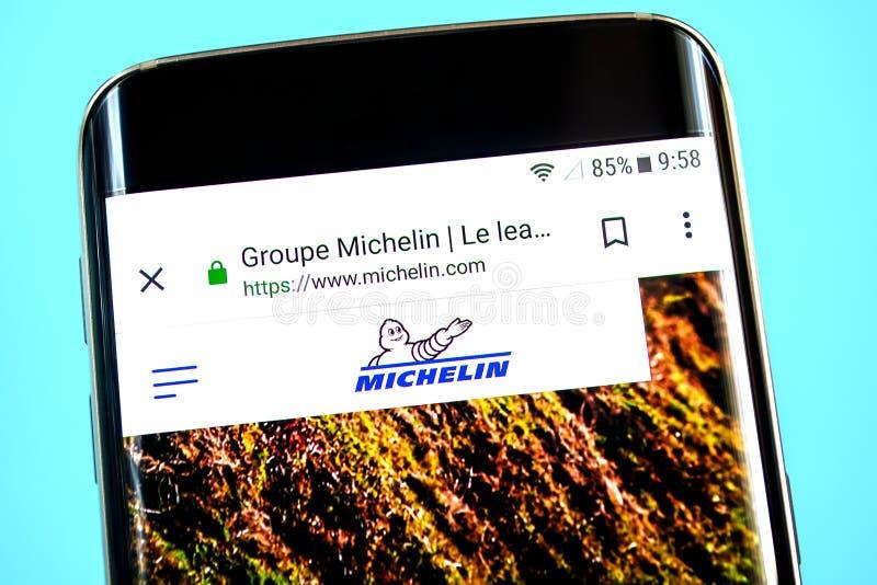 Berdyansk, Украина - 1-ое июня 2019: Домашняя страница вебсайта группы Michelin Логотип группы Michelin видимый на экране телефон стоковая фотография rf
