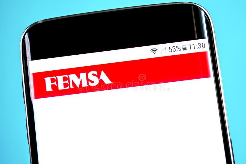 Berdyansk, Украина - 4-ое июня 2019: Домашняя страница вебсайта Femsa Логотип видимый на экране телефона, иллюстративная передови стоковое фото