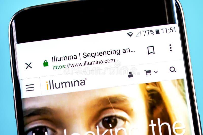 Berdyansk, Украина - 4-ое июня 2019: Домашняя страница вебсайта Illumina Логотип видимый на экране телефона, иллюстративная перед стоковые изображения rf